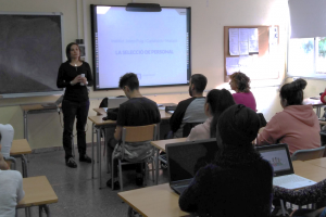 Students of Puig i Cadafalch Institute in Mataró are trained in headhunting by Etalentum
